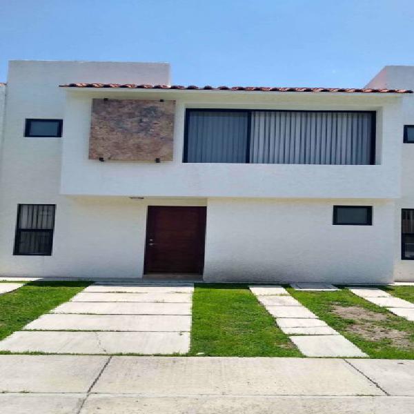 Casa en Renta en Santa Fe Juriquilla en privada 3 recámaras