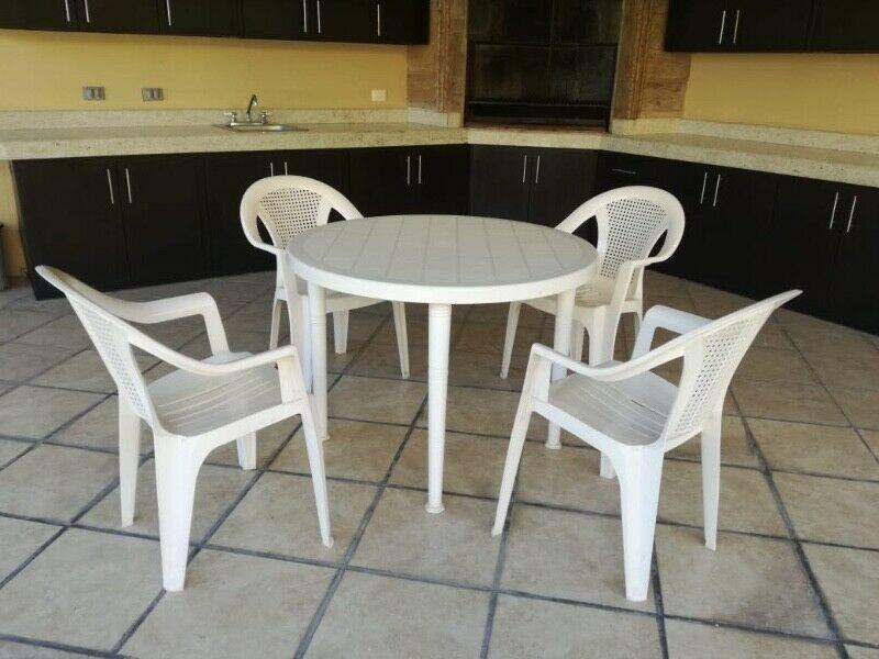 Juego de mesa redonda para jardín plástica con 4 sillas, y