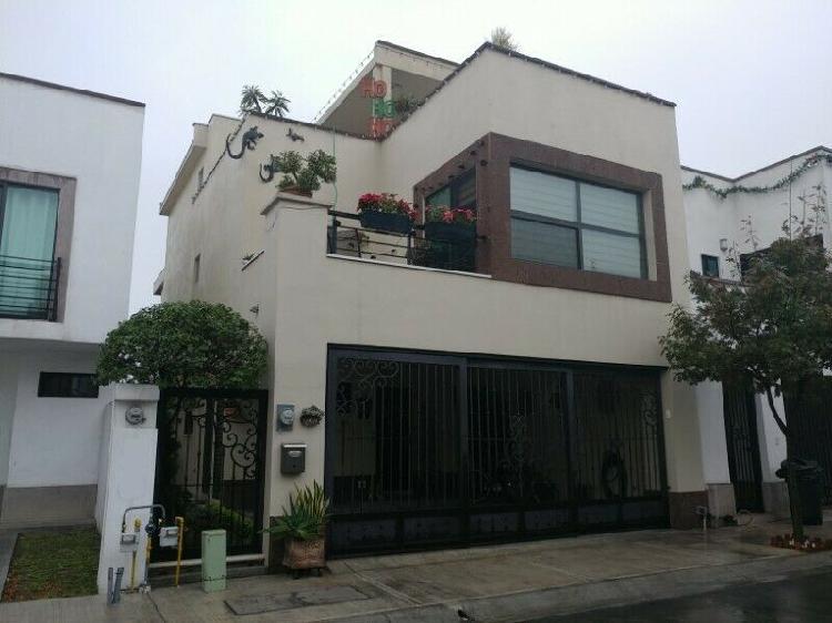 VIVENZA Casa en Renta AMUEBLADA en San Nicolás de los Garza