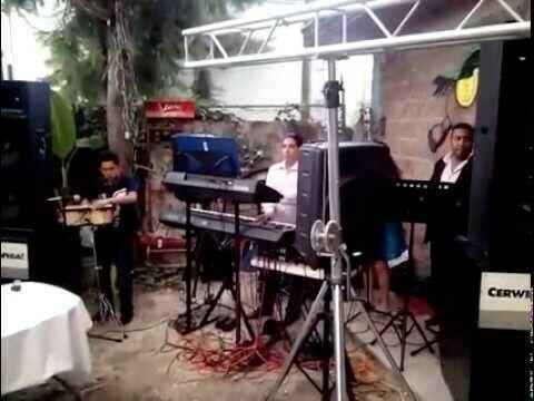 Dueto musical para sus fiestas y eventos.