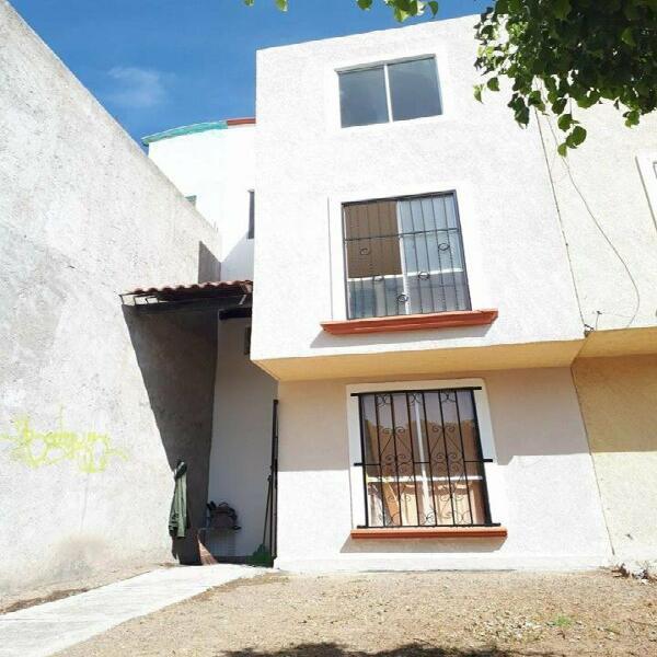 Rento casa de 4 recamaras amueblada en Hacienda del Bosque a