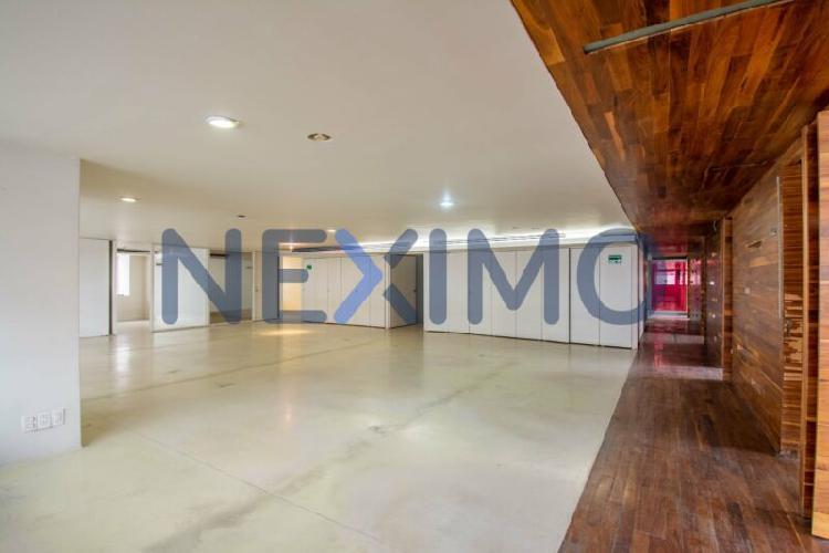 Oficinas modernas en renta en edificio corporativo en