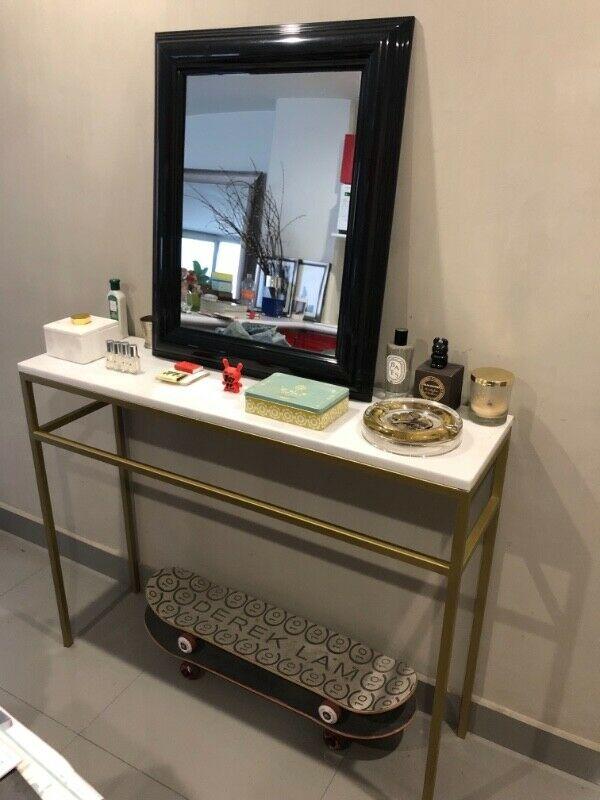 Consola o mesa de entrada de mármol