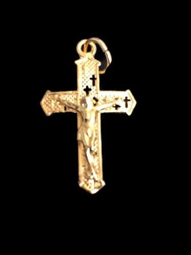Dije De Cruz Con Cristo En Laminado De Oro De 14k