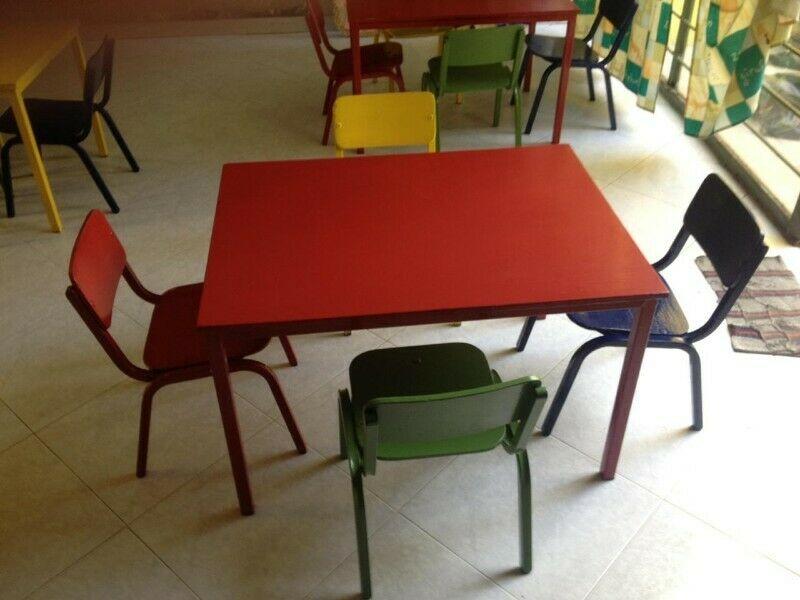 Mesa de Kinder con sus 4 Sillas