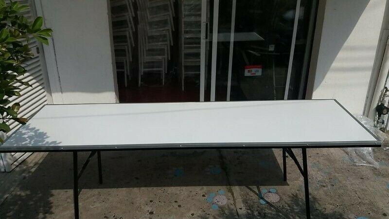 Mesa rectangular en fibra de vidrio