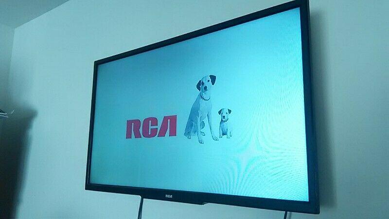 "Pantalla LED HD 32"" RCA"