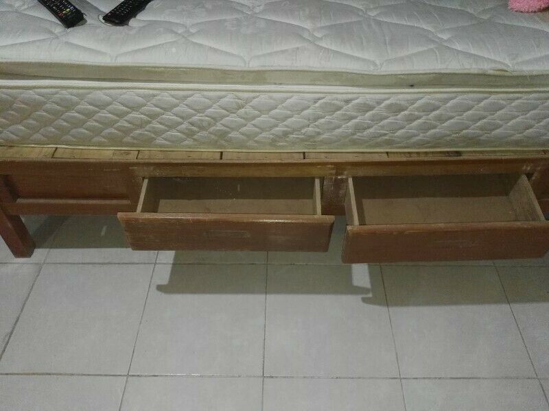 Se vende cama en excelente estado