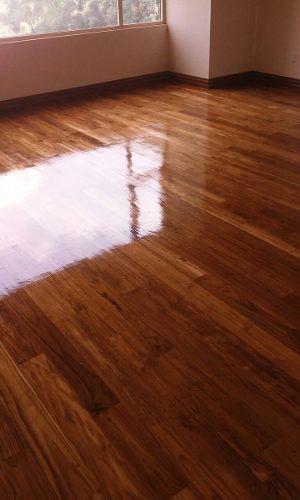 barnizar y pulir piso de madera,