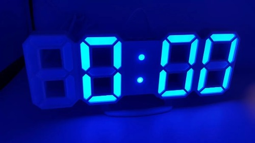 Reloj Digital Luminoso Números Led 3d, Alarma, Usb Azúl