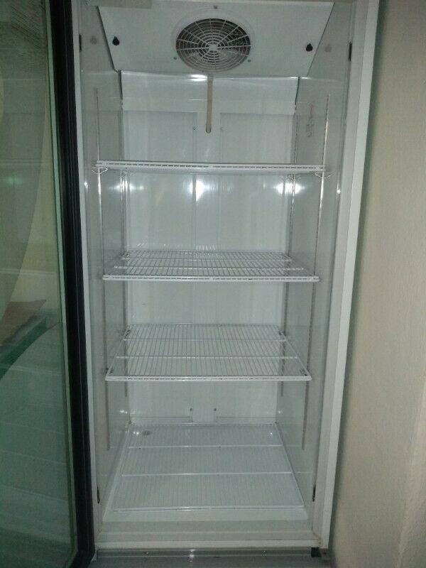 Refrigerador comercial y congelador en excelentes
