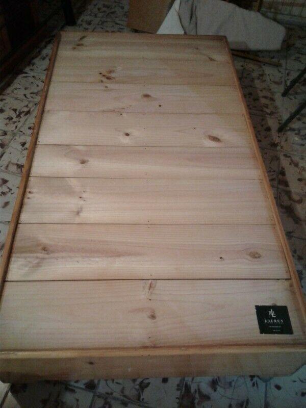 Base de madera y colchón de esponja ind.