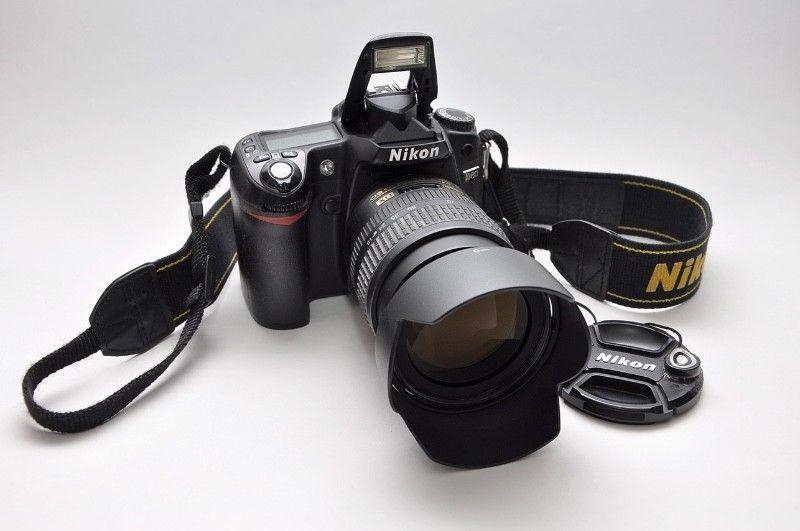 Camara Nikon D80 con zoom  mm-F: y flash