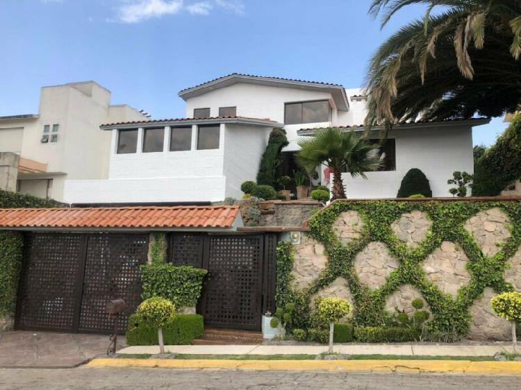 Casa en venta con 4 recámaras en Valle Escondido