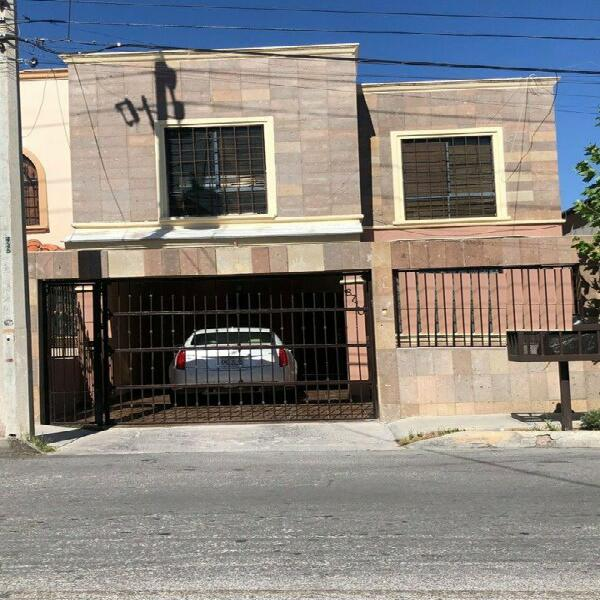 Casa en venta en Lomas Universidad con 4 recamaras
