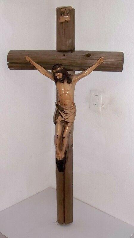 Cristo en cruz de madera figura muy grande