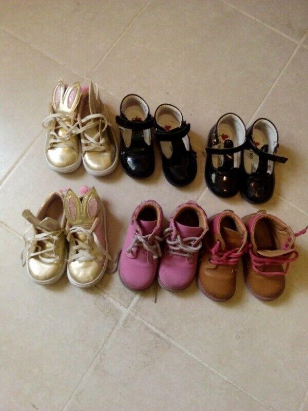 Lote de ropa y zapatos de niña