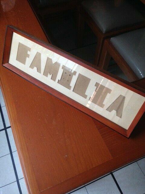 """Novedoso Portarretrato """"FAMILIA"""" de madera con vidrio."""