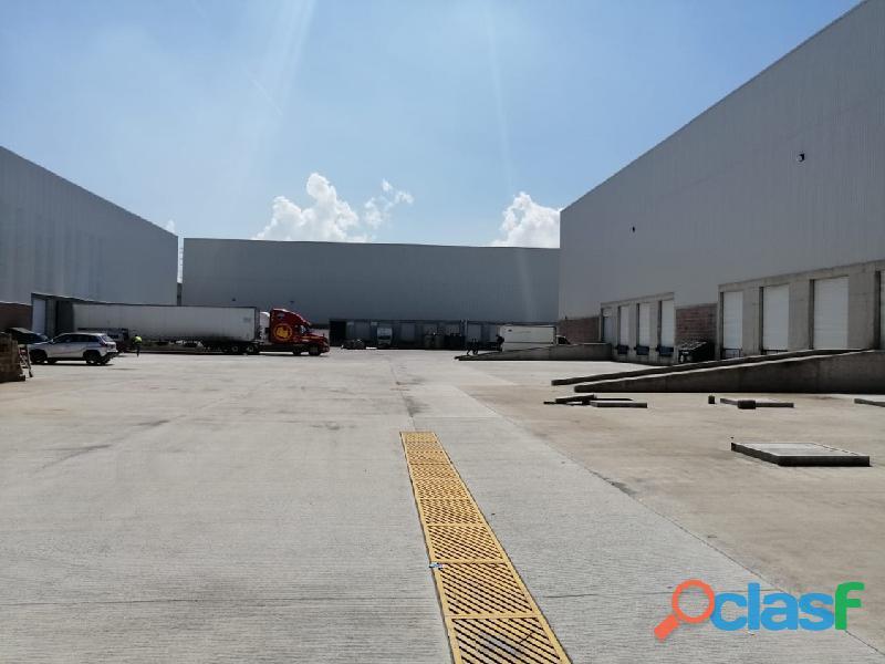 Renta de bodega de 4,080 m2 en Toluca