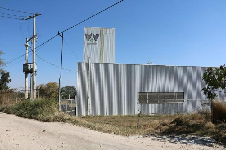 Terreno con Nave Industrial en Camino a San Sebastián El