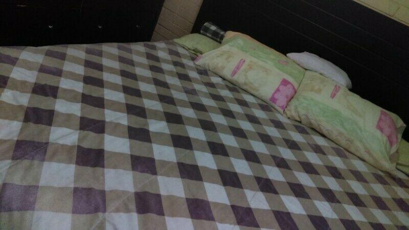 cama King Size con base madera de cedro