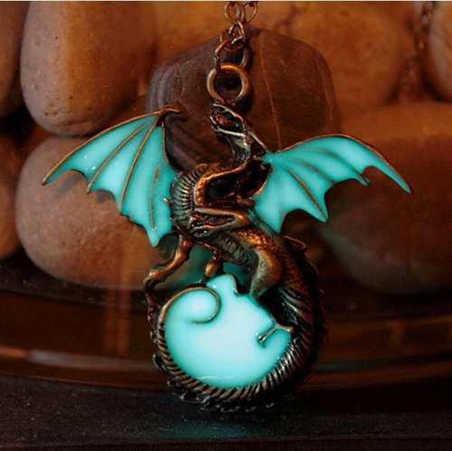 Collar Dije Dragon Luminoso Luz Brilla Oscuridad Retro