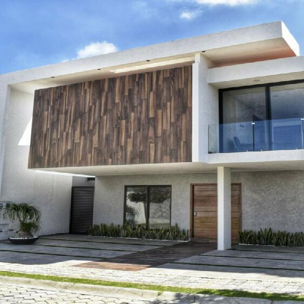 Exclusiva casa en venta con 4 recamaras Parque Guanajuato
