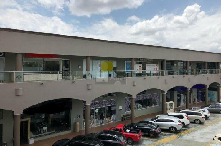 Locales en renta en plaza comercial en calle Leona Vicario