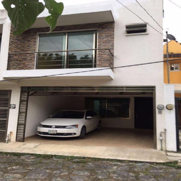 Se vende casa nueva de 2 niveles por el Pedregal de Las