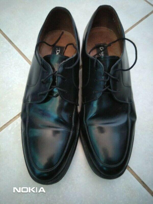 Zapatos para hombre muy bien conservados