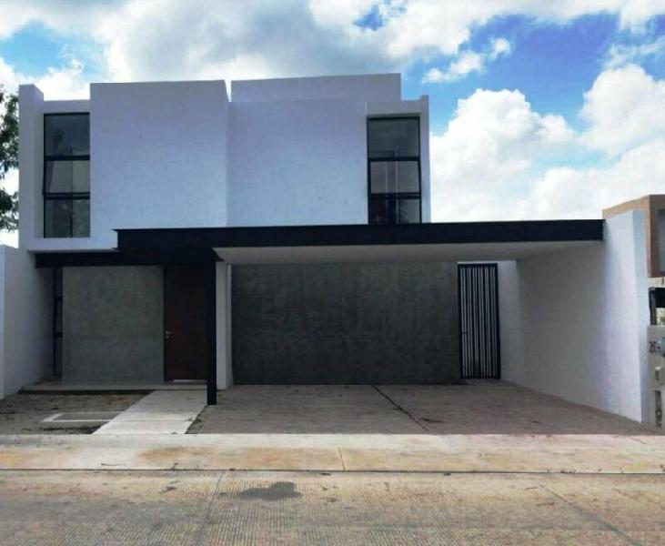 Casa en Privada Arbórea al Norte de Mérida con Amenidades