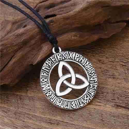 Collar Amuleto Triqueta Celta