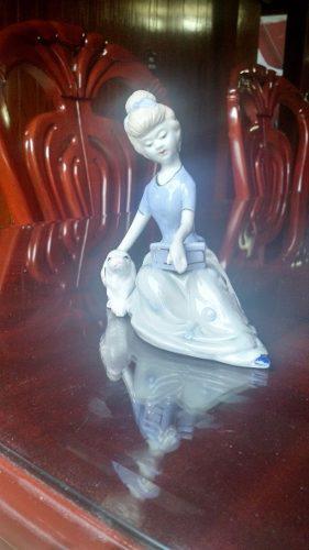 Antigua Muñeca De Porcelana Royal Crown Con Libro Y Perro