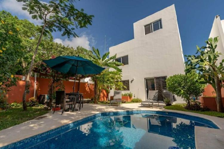 Casa Tropical Garden: Casa en Venta en Playa del Carmen