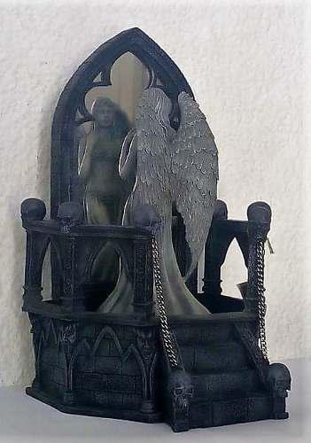 Escultura De Angel Devil Myster Con Luz Y Niebla