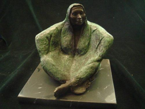 Escultura De Bronce Figura Mujer Indígena Sobre Mármol