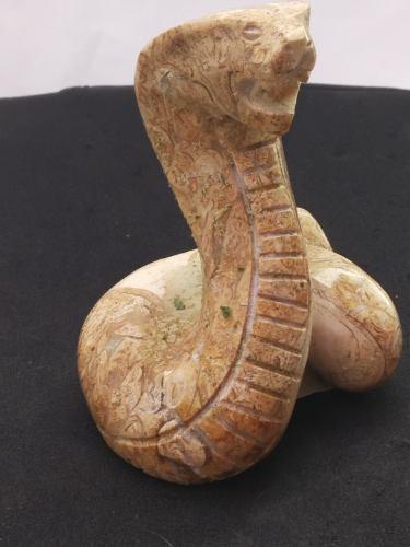 Escultura De Cobra De Piedra Natural De Restos Marinos
