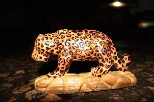 Escultura De Jaguar Tallado A Mano En Madera