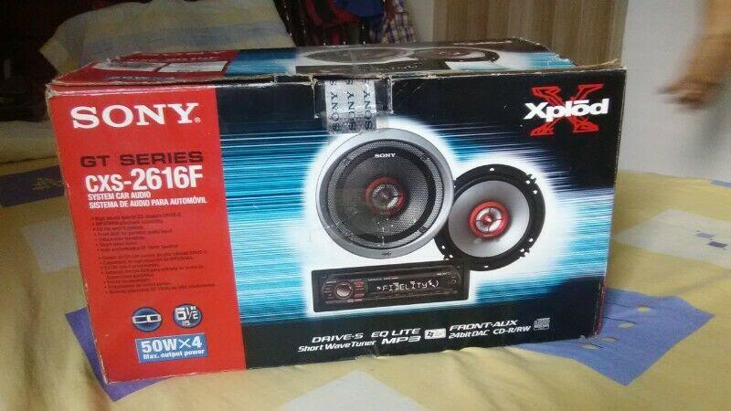 Estereo Sony Xplod cxs-f con 2 bocinas Xplod $