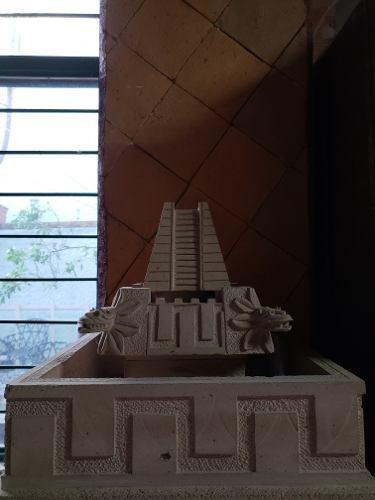 Fuente De Pirámide Con Quetzalcoatl Realizada En Cantera