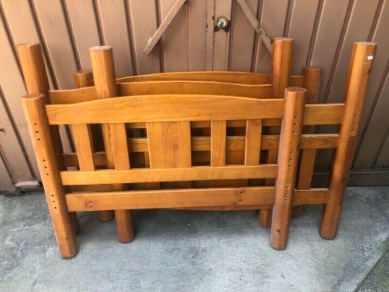Par de cabeceras y pies de cama individuales de madera