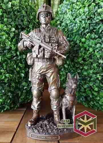 Soldado Con Perro De 29cms. Finamente Detallado