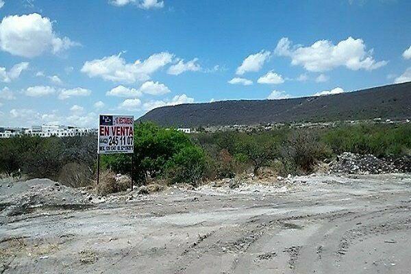 Terreno en Venta en Anillo vial Junipero Serra en Queretaro