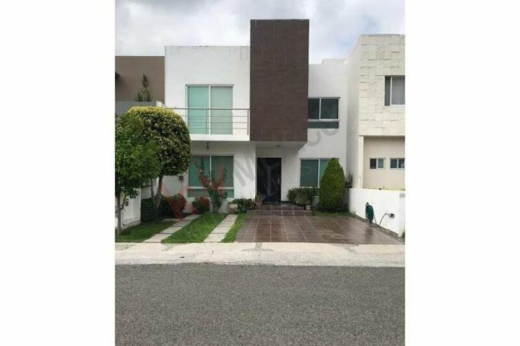 Casa en renta en Lomas de Santa Fe, Juriquilla en privada