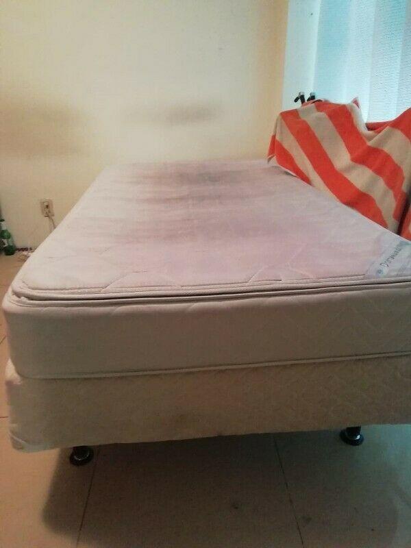 Se vende base y colchón individual usado