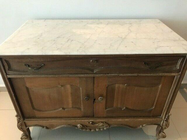 Hermosa consola antigua con base de mármol