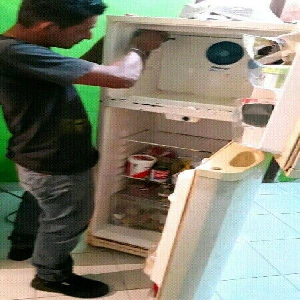 Mantenimiento y Reparación de Refrigeradores y Neveras.