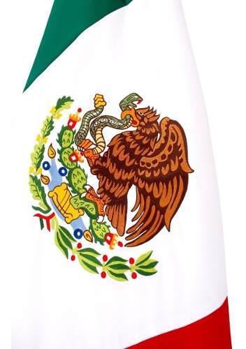 1 Bandera Bordada Colores, 2 Astas, 2 Bases Y 1 Moño