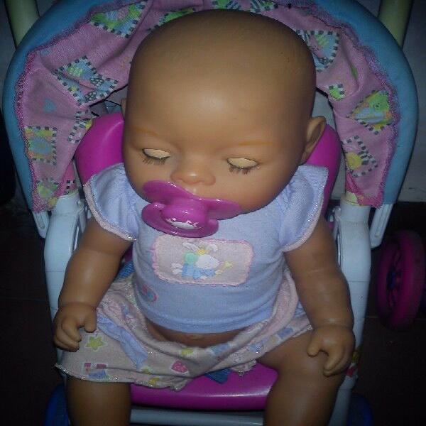 Bebé con silla