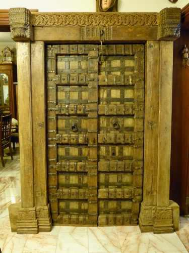 Puerta Antigua Hecha De Madera Y Herrajes India Ca. 1800